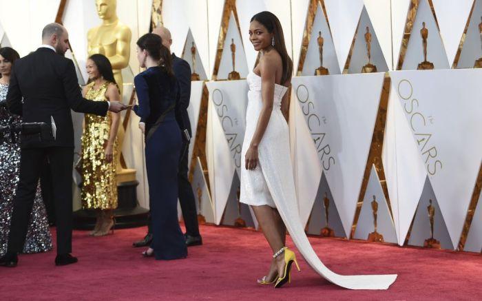 Naomie-Harris-Oscars-2017-Jewelry-Shoes-Calvin-Klein