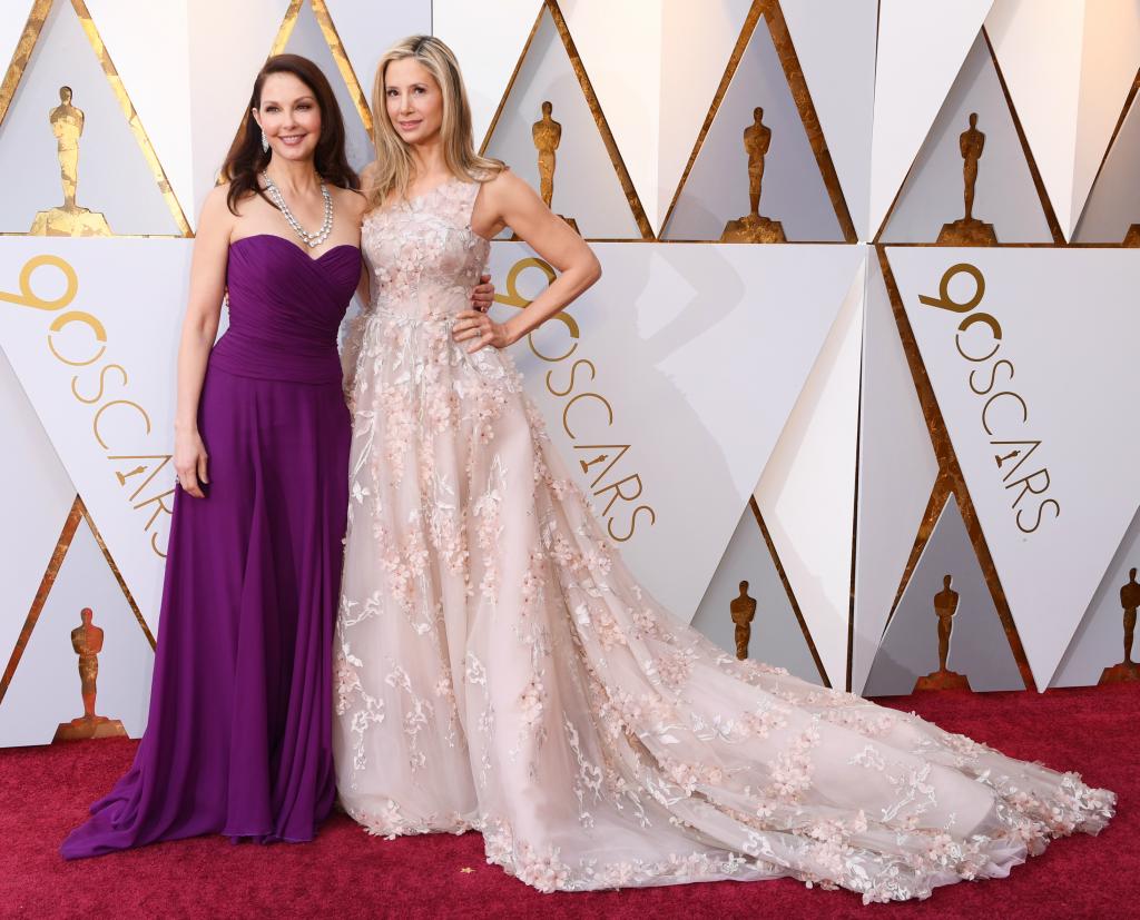 Ashley Judd and Mira Sorvino, oscars, red carpet
