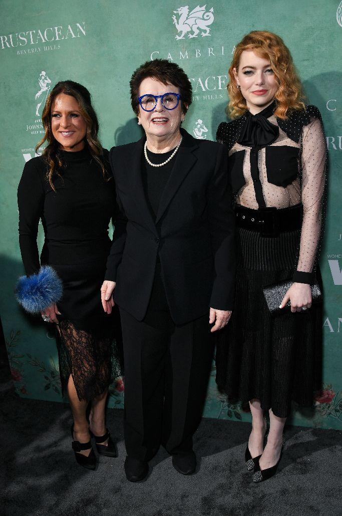 Cathy Schulman, Billie Jean King and Emma Stone, wif awards