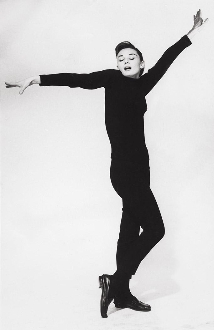 stylish iconic women, audrey hepburn, all black look