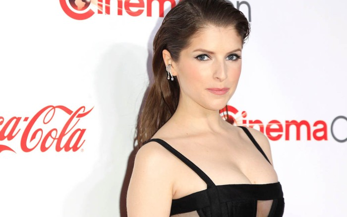 Anna Kendrick black dress