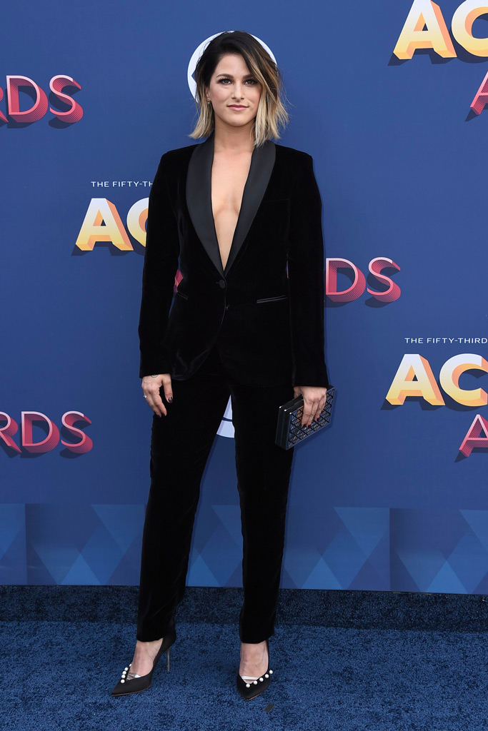 Best Dressed Stars on the Red Carpet at the 2018 ACM