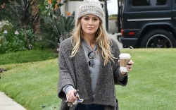 Hilary Duff in L.A. grabbing a