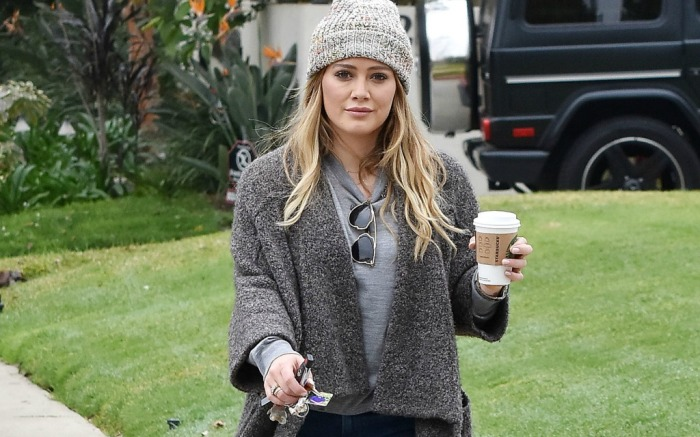 Hilary Duff in L.A. grabbing a coffee.
