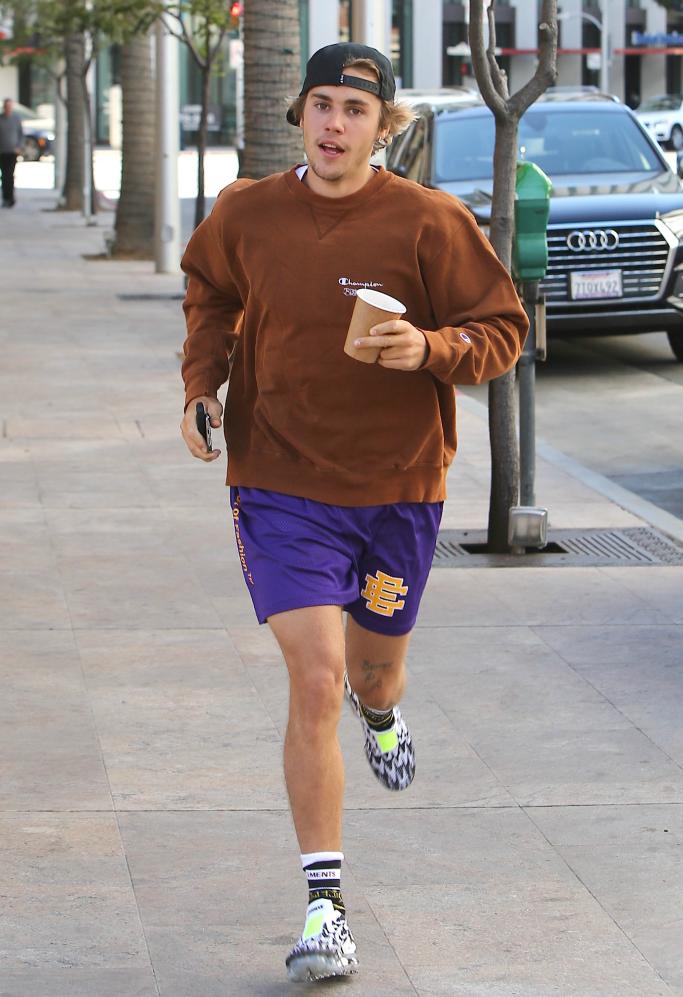 mínimo Pericia de primera categoría  Justin Bieber Jogs in Nike Air Vapormax Moc 2 x Acronym Sneakers – Footwear  News