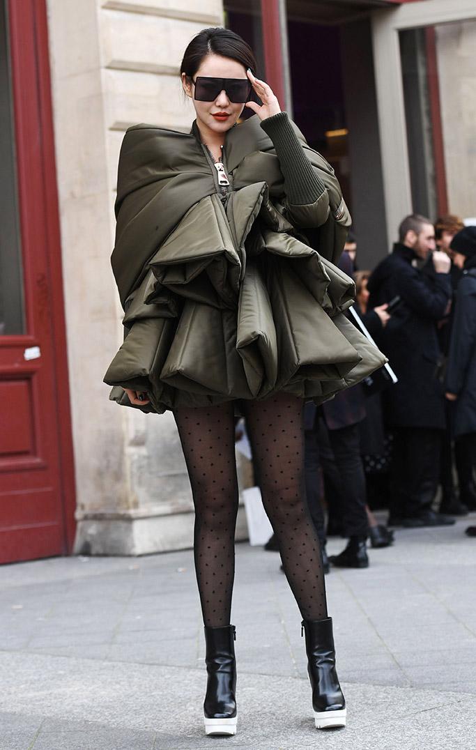 street style, paris couture fashion week, spring 2018, legwear trend, polkadot tights