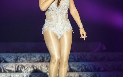 Mariah Carey's Glamorous Onstage Style