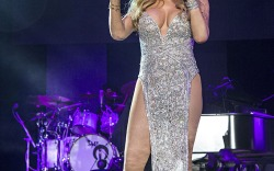 Mariah Carey's Glamorous Onstage Style