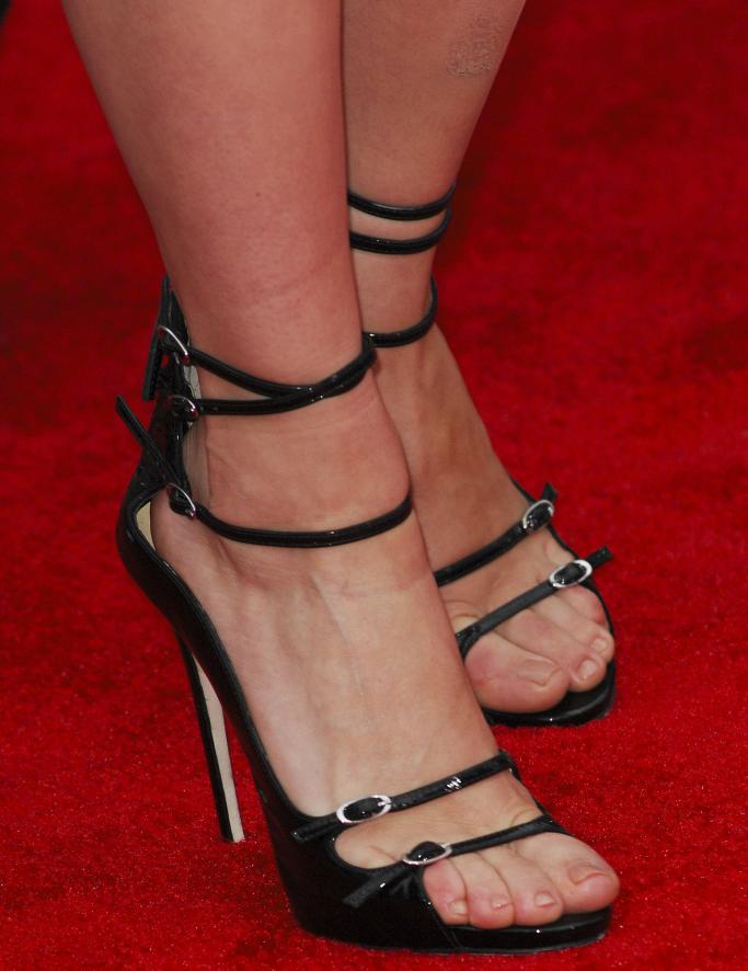 giuseppe zanotti sandals, scarlett johansson, red carpet, avengers premiere 2012