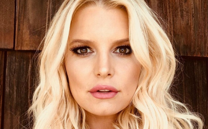 Jessica Simpson shares selfie of her finished glam on social media.