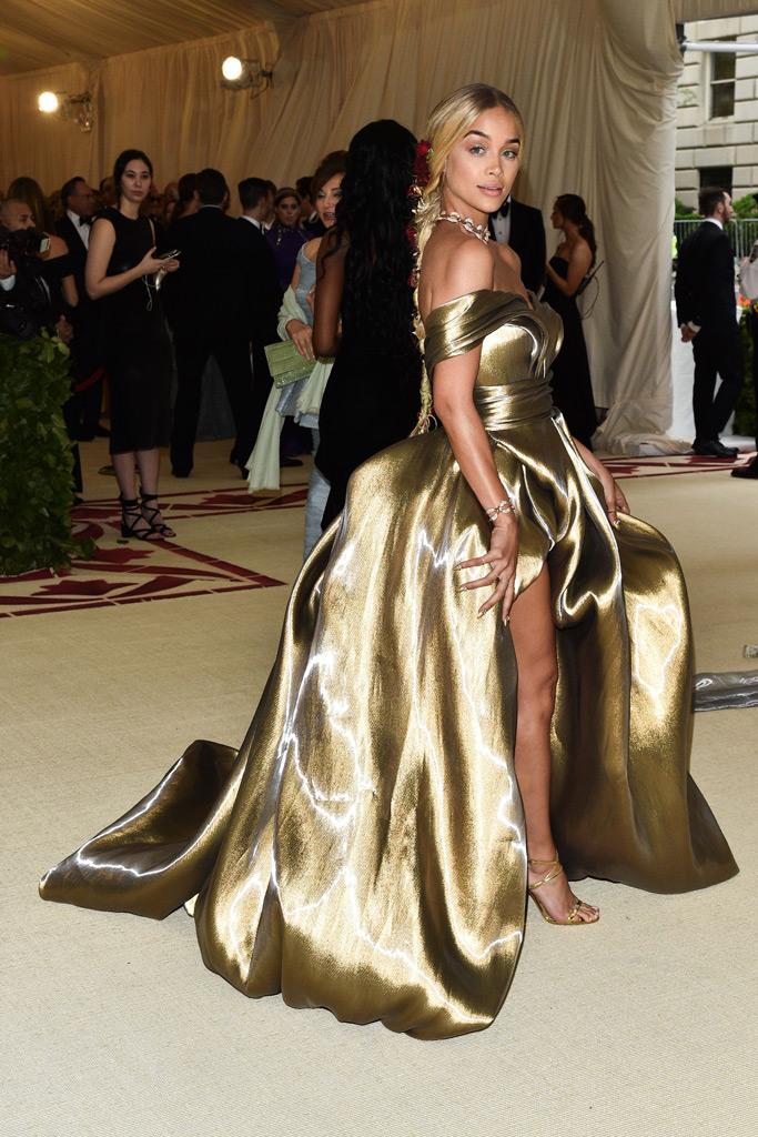 jasmine sanders, met gala, gold dress