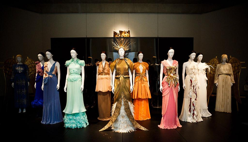 heavenly bodies, metropolitan museum of art, costume exhibit, met gala