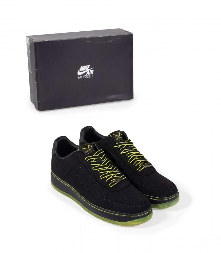 Supreme, Nike, Kaws, sneakers