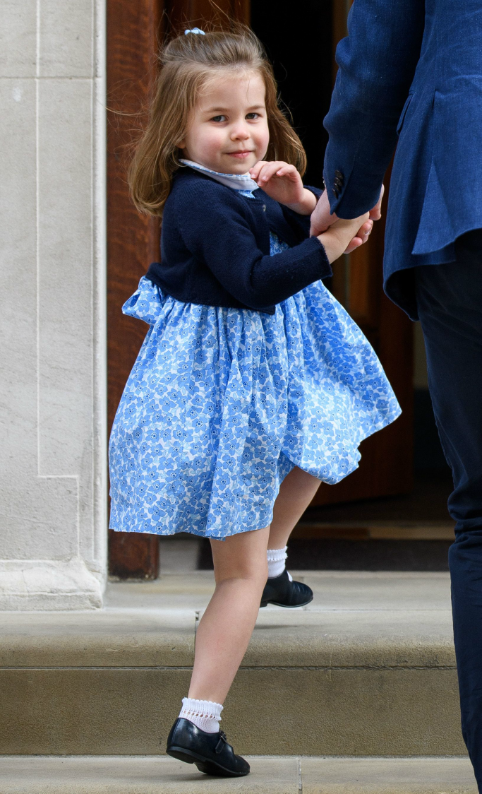 princess charlotte wave, royal wave, prince louis birth