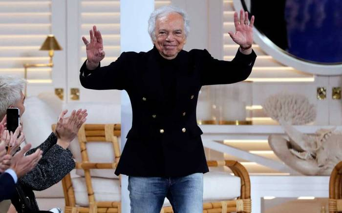 Ralph Lauren bowing after fashion show