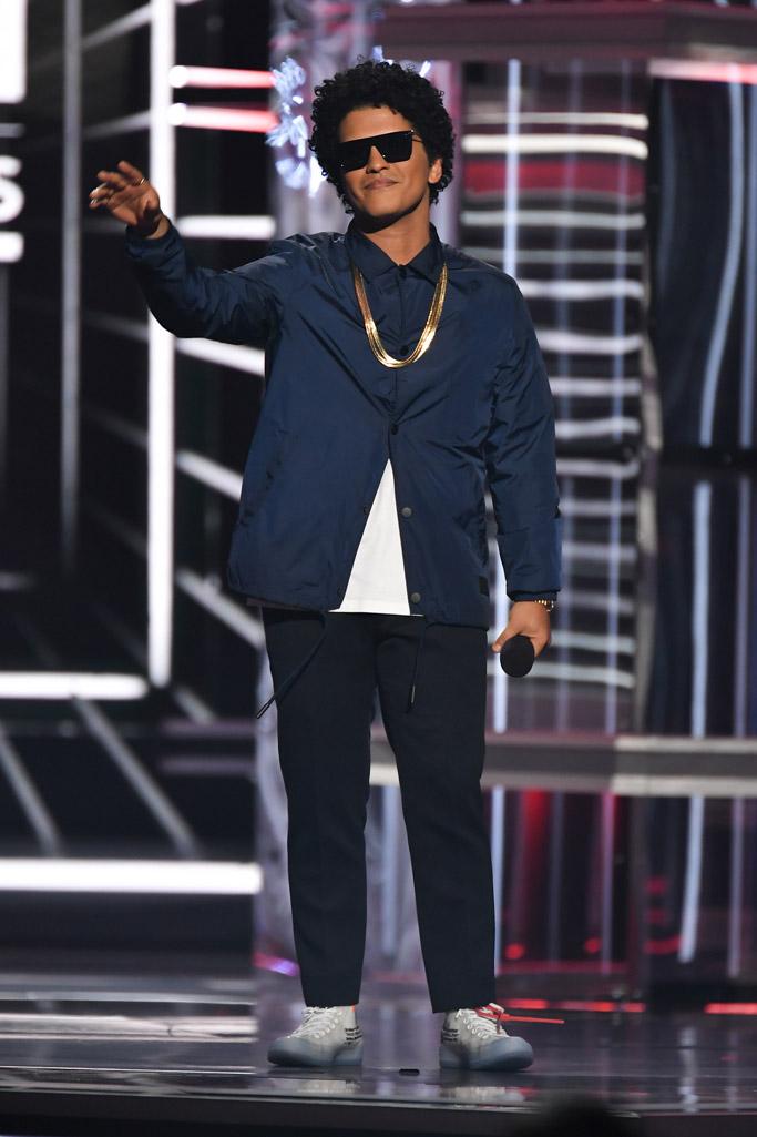 Bruno Mars, billboard music awards 2018, red carpet