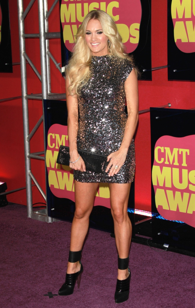 carrie underwood 2012 cmt music awards red carpet