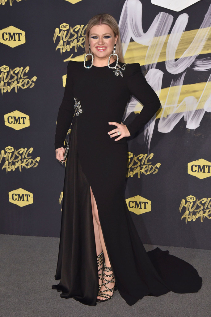 Kelly Clarkson, cmt awards 2018 red carpet