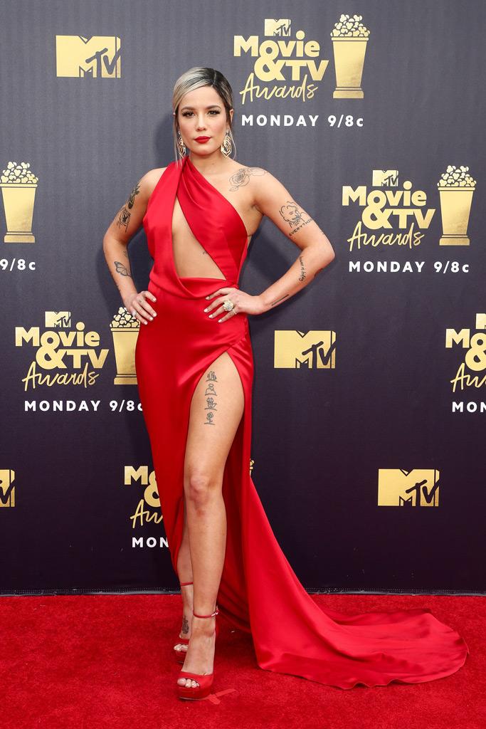 halsey, mtv movie awards, 2018, red carpet, fashion, red dress, julien mcdonald, jimmy choo