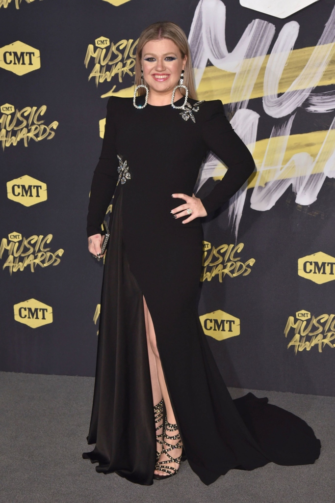 kelly clarkson, red carpet cmt music awards