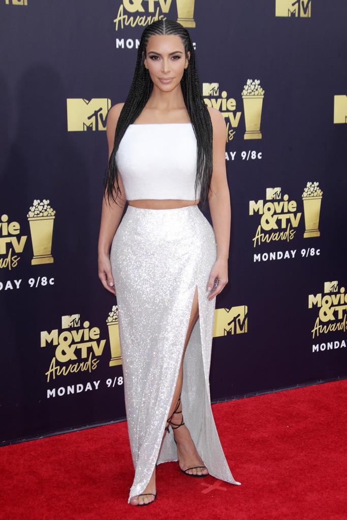 kim kardashian, cornrows, 2018 mtv movie awards red carpet, fashion, versace