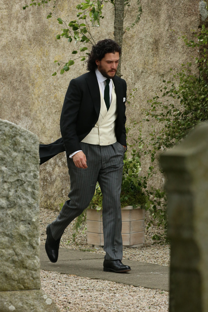 kit harington, wedding, church, rose leslie, scotland, games of thrones