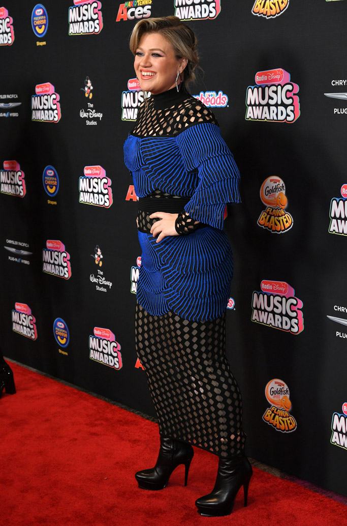 Kelly Clarkson radio disney music awards 2018 red carpet
