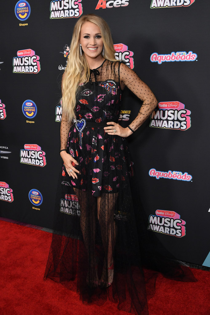 Carrie Underwood radio disney music awards 2018 red carpet