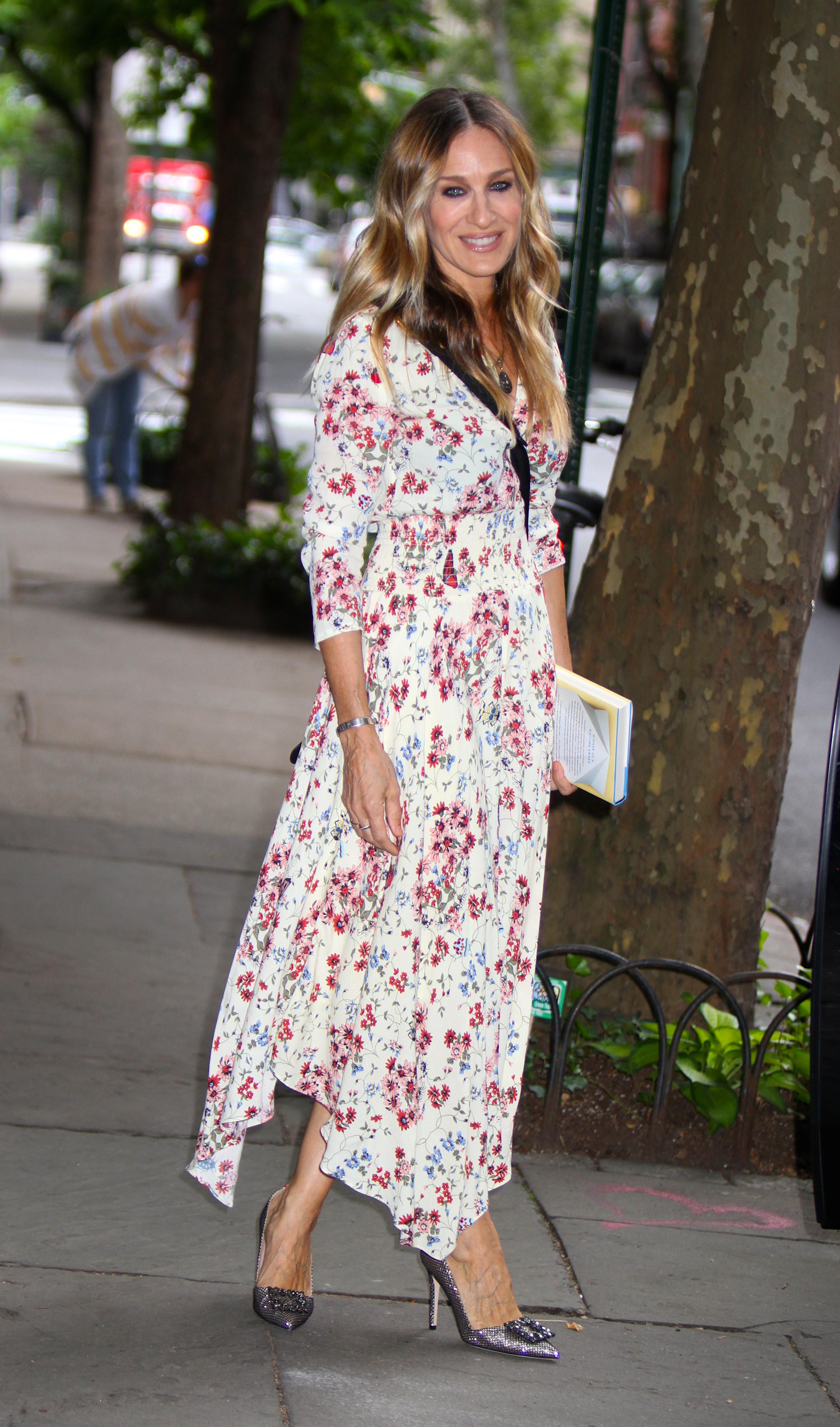 Sarah Jessica Parker, heels, new york, floral dress