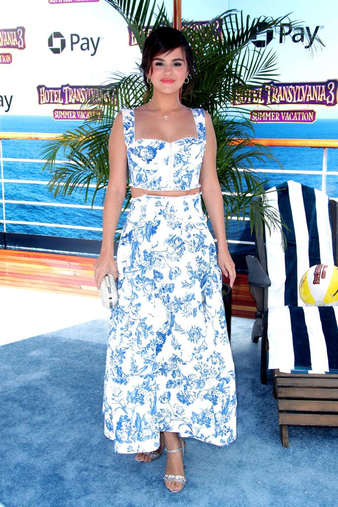 Selena Gomez in Oscar de la Renta