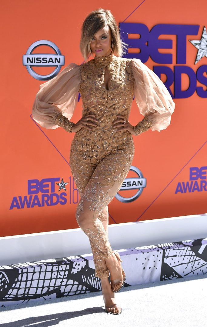 tyra banks, nude look, 2018 bet awards red carpet, red carpet style
