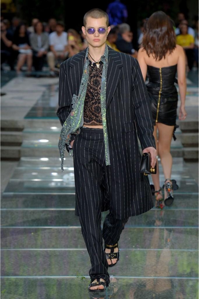 versace spring 2019 milan men's fashion week runway