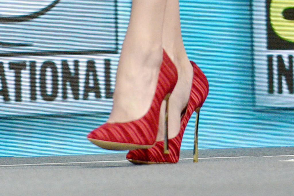 Amber Heard, stiletto, red pumps, shoes