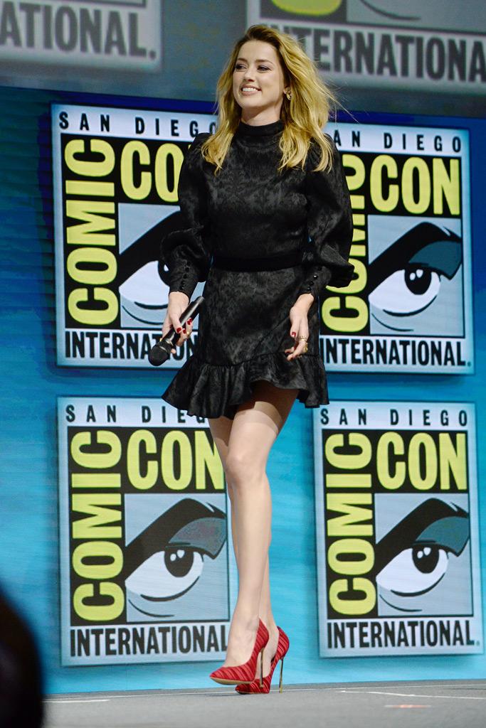 Amber Heard, Comic-Con, minidress, legs, little black dress, LBD, stiletto, red heels, aquaman