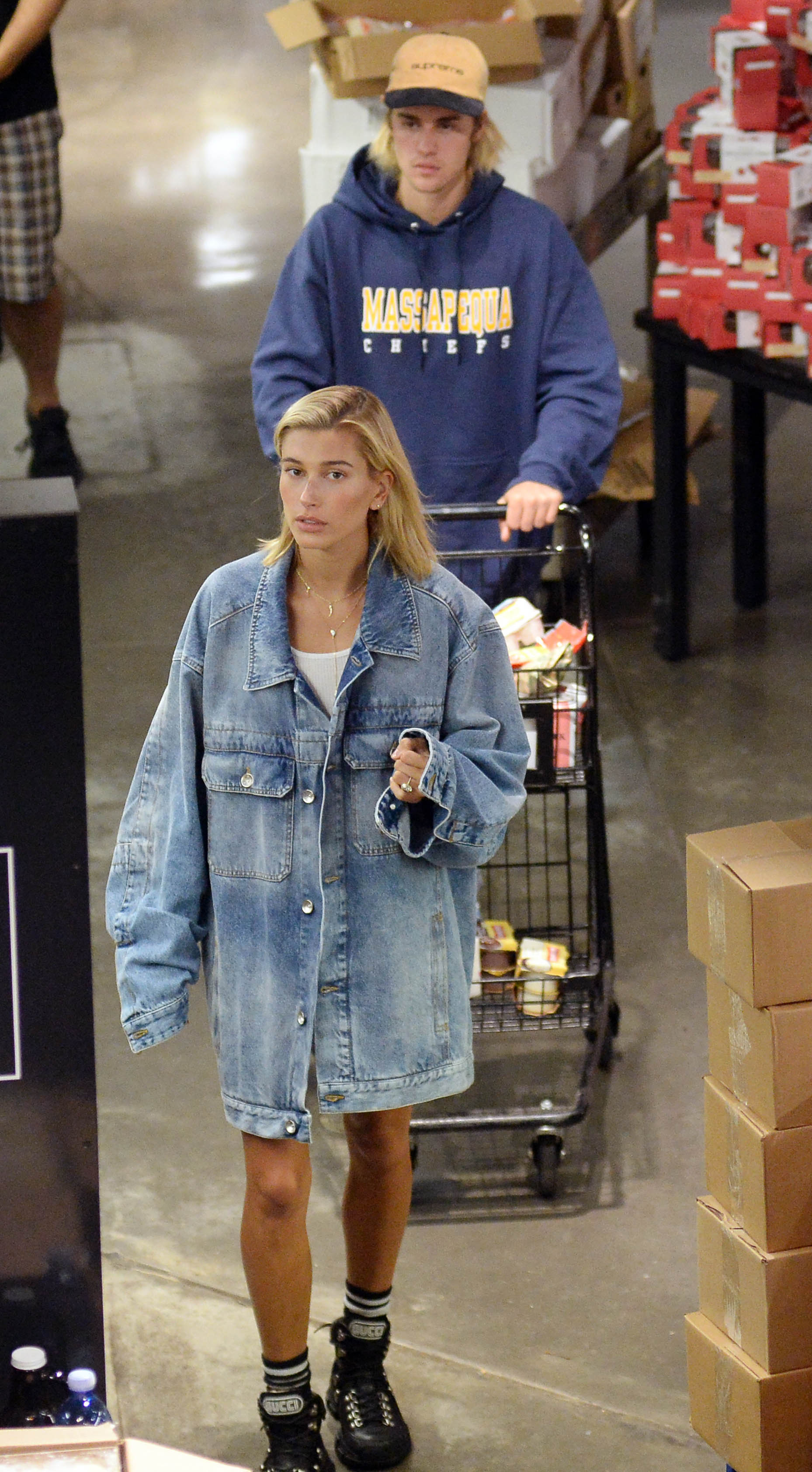 Justin Bieber and his fiance Hailey Baldwin spotted doing their grocery shopping at Wholefoods today in New York CityPictured: Justin Bieber,Hailey BaldwinRef: SPL5012869 280718 NON-EXCLUSIVEPicture by: Elder Ordonez / SplashNews.comSplash News and PicturesLos Angeles: 310-821-2666New York: 212-619-2666London: 0207 644 7656Milan: +39 02 4399 8577Sydney: +61 02 9240 7700photodesk@splashnews.comWorld Rights, No Portugal Rights