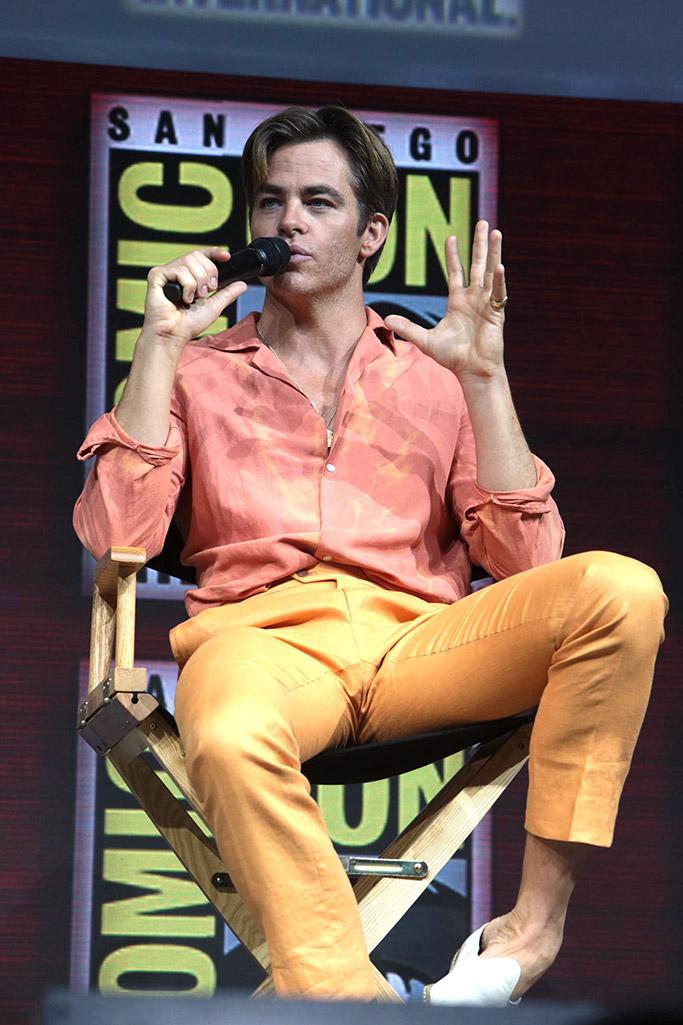 chris pine, comic con, orange pants