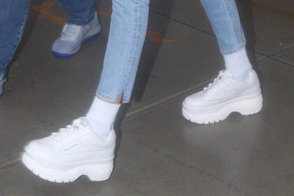 Gigi Hadid, Gigi Hadid white sneakers