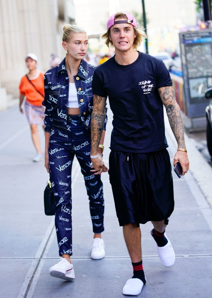 justin bieber, hailey baldwin, street style, versace, slippers