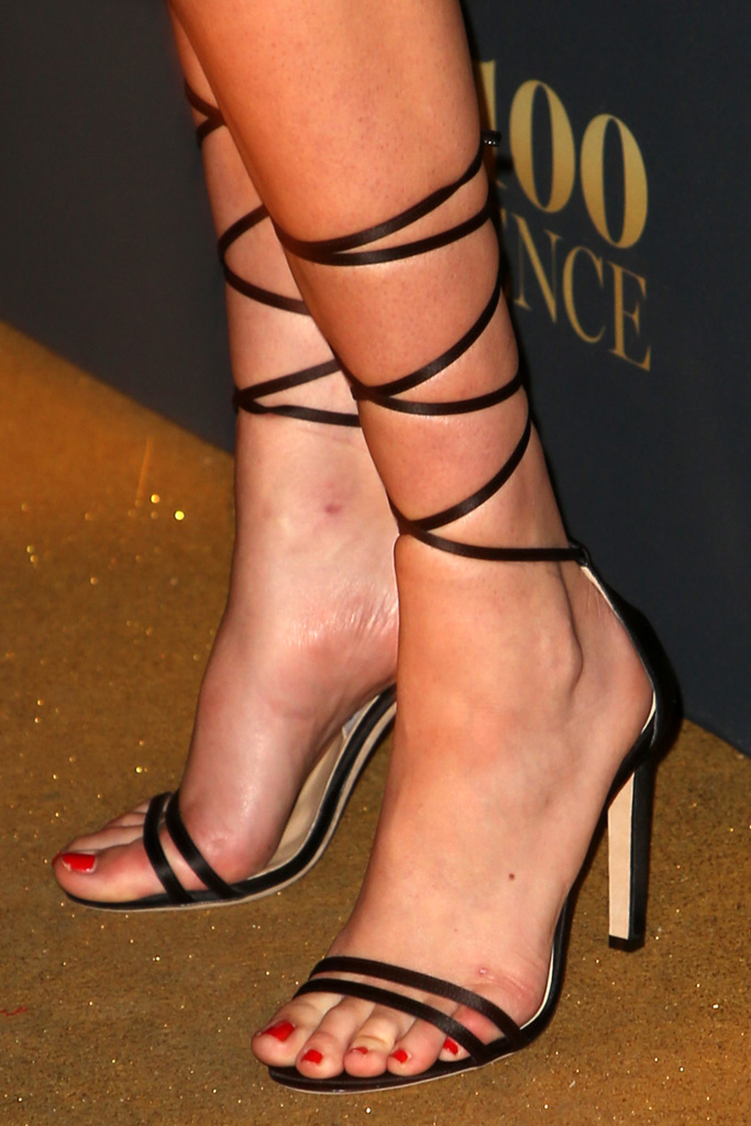 Kate Upton, pregnant, high heels, feet, sandals, strappy