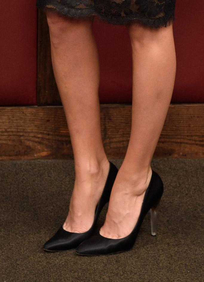 Margot Robbie, terminal red carpet, chanel pumps lucite heels