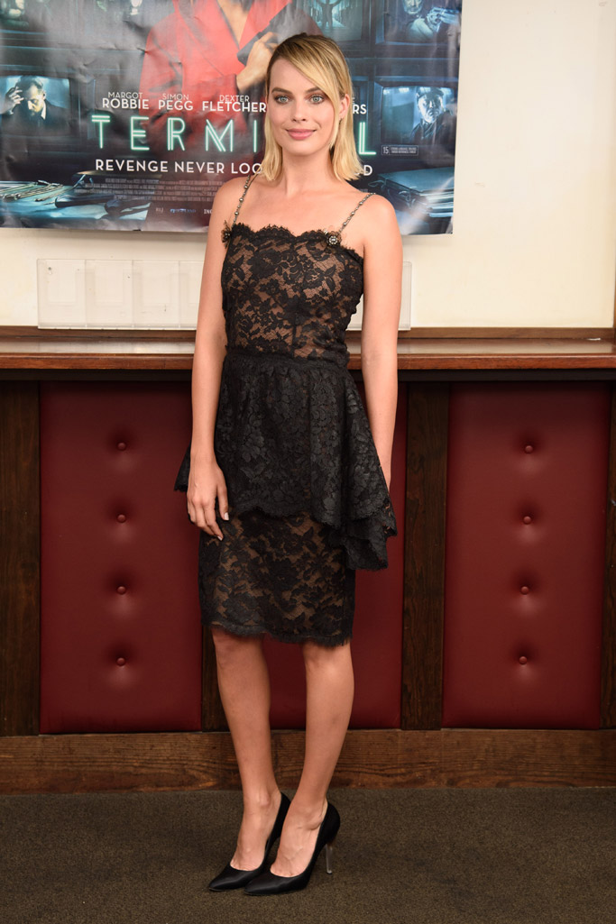 Margot Robbie, terminal red carpet, lace dress