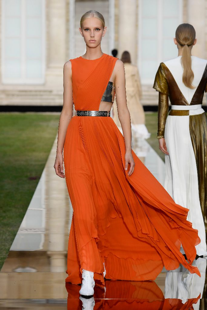 Givenchy fall 2018 haute couture, paris haute couture fashion week