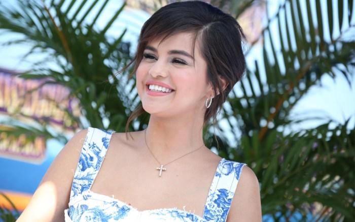 Selena-Gomez-hotel-transylvania-bieber-engaged