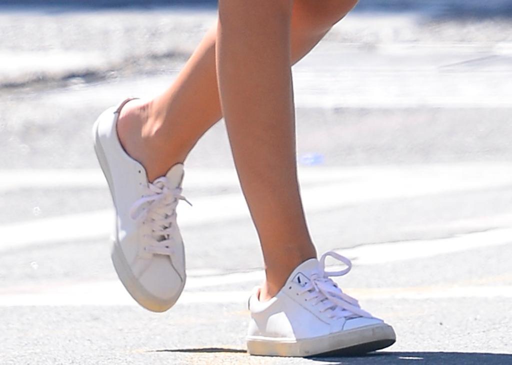 emily ratajkowski street style, sneakers