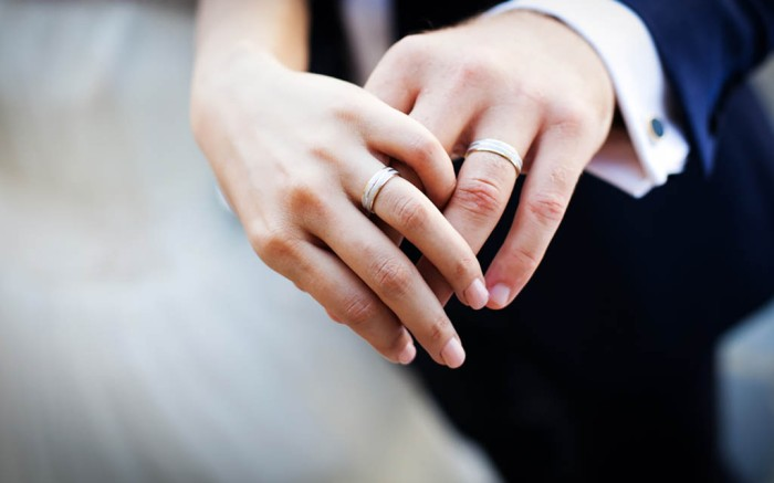 Newly wed couple's hands