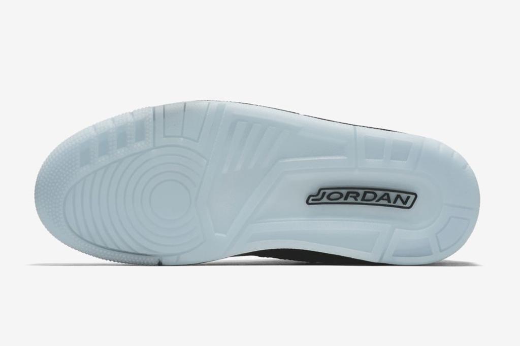 Air Jordan 3 Flyknit glow sole