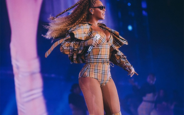 Beyoncé in Burberry at MetLife Stadium