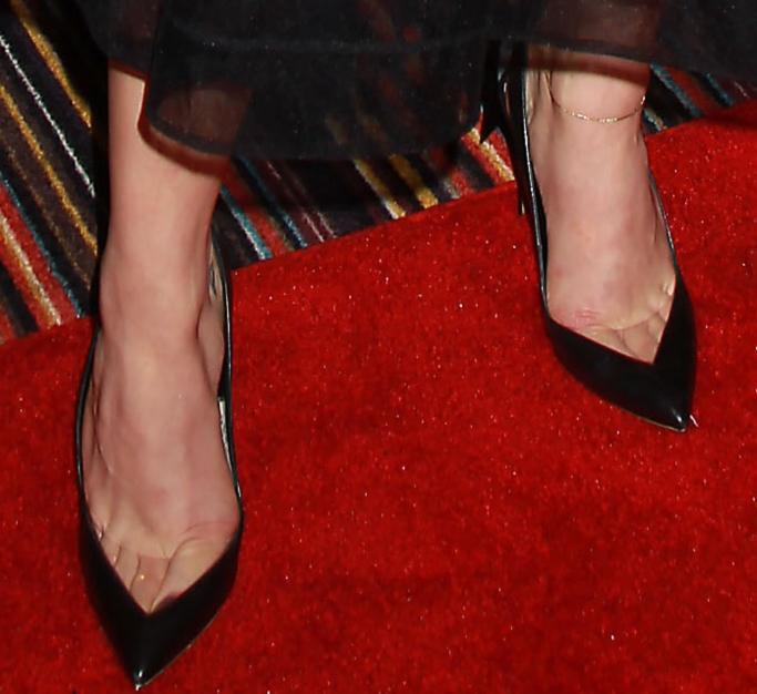 Nicholas Kirkwood Origami Bow Point-Toe Pumps, chloe grace moretz feet, red carpet