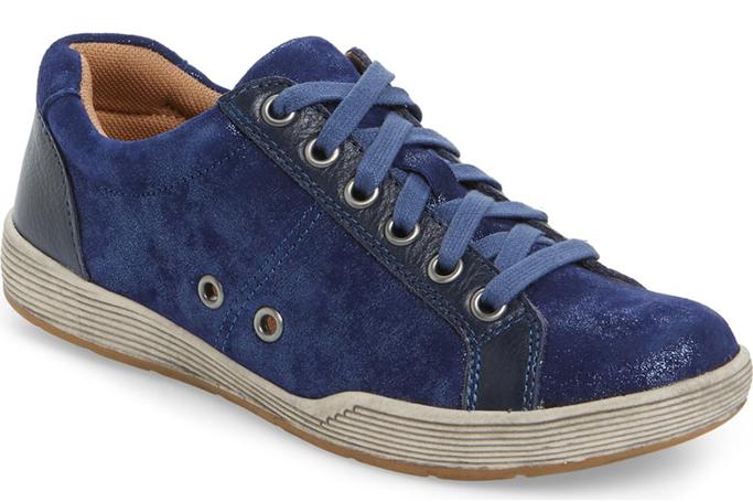 Comfortiva Lyons Low-Top Sneaker