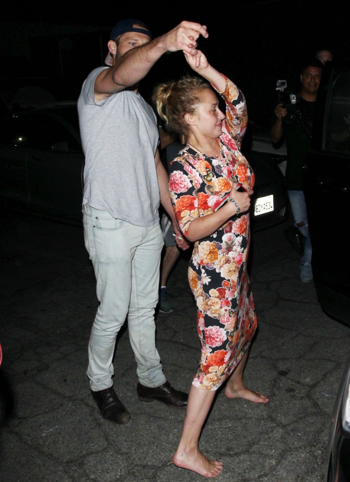 Hayden Panettiere barefoot, Hayden Panettiere mystery guy, Hayden Panettiere dancing